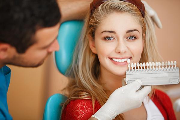 Why Do My Teeth Stain?   Cosmetic Dentist   Houston, Texas